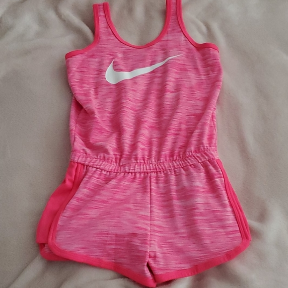 Girl's Nike Dryfit Shorts Jumper Hot Pink Sz M